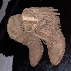 Coconuts by Matisse Fringe boots 9M Tan